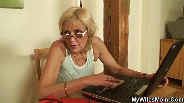 Jengibre lesbianas tijeras después de chorros cincuentonas muy calientes