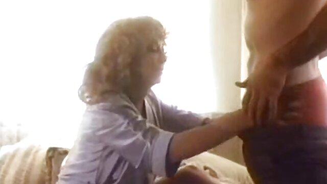 Jovencita tetona maduras calientes en el bus con su amante 1