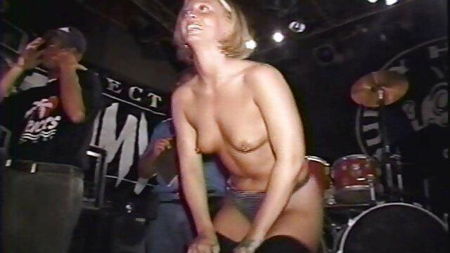 Falda viejas calientes masturbandose de tartán pelirroja madura