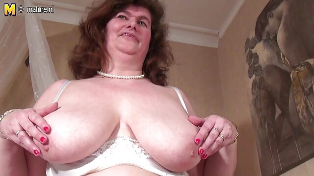 Abuela alemana videos xxx de señoras calientes seduce a jovencito al aire libre en cinta privada