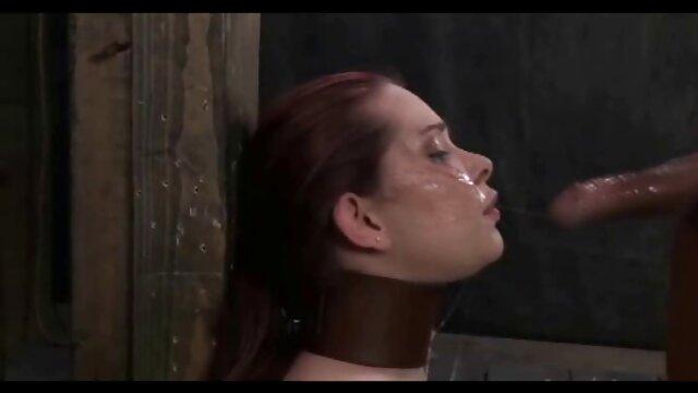 Adolescente sumisa hace un facial de culo a boca con un maduras peludas calientes hombre mayor