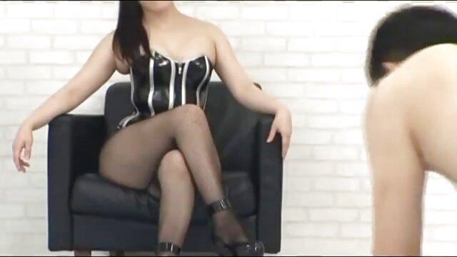 Hermosa NR se maduras ardientes videos la mete por el culo y la cara