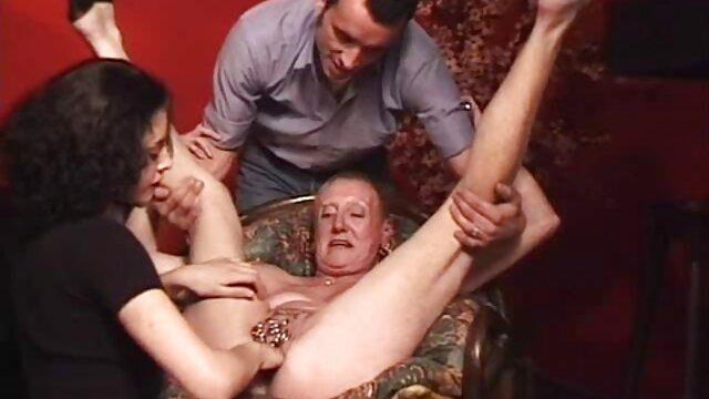 Candie Cross seduce a videos caseros maduras calientes su padrastro Dieter Von Stein para follar