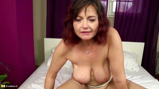 Video amateur en el maduras peludas y calientes dormitorio con Alison y Siri
