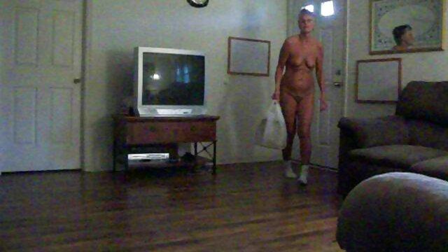 Mujer madura le maduras calientes solas agrada en lugar de limpiar