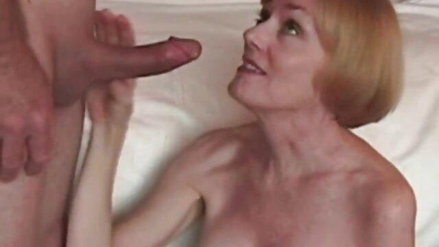Anne Angel - Sexo anal en el maduras viejas calientes bosque - Probemos el anal