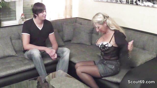 BANG Real MILFS - Lexi Luna da una mamada en maduras calientes en webcam un vestidor