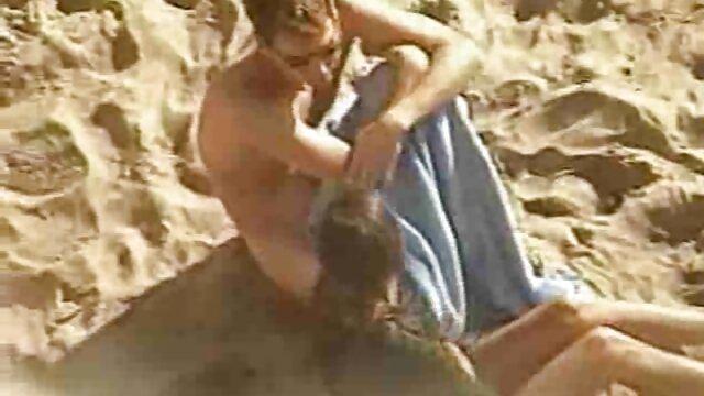 La fantástica Reena mamas calientes maduras Sky y Melissa Moore disfrutan del sexo lésbico